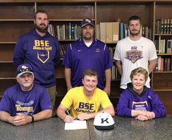 Senior, Nate Philpot signs with Kaskaskia College